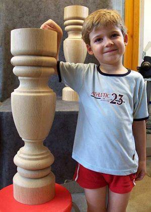 Tischbeine aus Holz mit grossem Durchmesser, 008