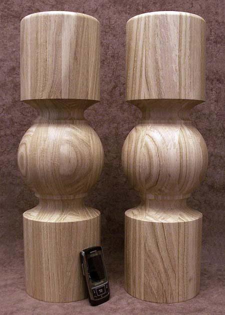Tischbeine Holz mit schmalen Nuten dekoriert, gedaempfte Buche, TL22